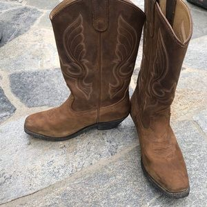 Shyanne Cowgirl boots size 8